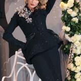 Gisele Bündchen i Diors 60-års haute couture jubilæumsopvisning.
