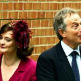 Storbritanniens afgående premierminister, Tony Blair, konverterer inden længe til katolicismen. Hustruen Cherie Blair er - ligesom parrets fire børn - katolik. Foto: Cathal McNaughton/Reuters