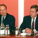 Bjørn Westh var justitsminister i SR-regeringen - her i 1995 med statsminister Poul Nyrup Rasmussen - mener ikke, at de nu slettede oplysninger om Ole Sohn havde relevans nok til at blive opbevaret.