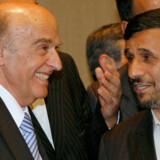 Schweiz' præsident, Hans-Rudolf Merz, mødtes søndag med Irans kontroversielle ditto Mahmoud Ahmedinejad til stor forargelse for bl.a. Israel.