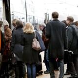 ARKIVFOTO 2010 af togpassagerere på kystbanen (Foto: Linda Kastrup/Scanpix 2011)