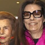 Der er en ny dronning på L'Oreal-tronen: Efter Liliane Bettencourts død er datteren Françoise Bettencourt Meyers (th.) verdens rigeste kvinde. Hun sidder nu på toppen af kosmetikgigantens pengetank, som morfaren, Eugène Schueller, grundlagde. Arkivfoto: Charles Platiau/Reuters