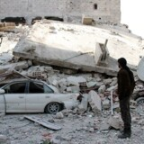 Talsmand afviser, at international koalition står bag mange bombedrab natten til mandag i det østlige Syrien.