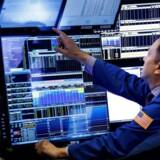 Arkivfoto. De amerikanske aktiers himmelflugt blev forlænget en anelse onsdag, hvor de store aktieindeks, S&P 500, Dow Jones og Nasdaq, lukkede i positivt territorium, efter data fra servicesektoren øgede troen på styrken i den amerikanske økonomi og forbedrede udsigterne til indtjeningen fremover.