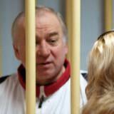 Sergej Skripal kom til Storbritannien i 2010 under en spionudveksling mellem USA og Rusland. Billedet her er fra en høring ved en militærdomstol i Moskva i 2006. Scanpix/Yuri Senatorov/arkiv