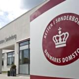 En 24-årig mand blev torsdag aften anholdt. Han er mistænkt for at have overfaldet to lærere på en skole i Haderslev. (Arkivfoto)
