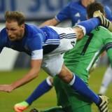 Det var ikke kun på grønsværen, at det gik hårdt for sig, da tyske Schalke 04 mødte græske PAOK. Her fra kampen i Gelsenkirchen 22. februar.