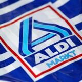 Supermarkedskæden Aldis indtjening på det britiske marked falder for tredje år i træk. Den økonomiske nedtur skyldes blandt andet hårde konkurrenceforhold i Storbritannien, hvor selskabet kæmper mod rivalerne Tesco og Sainsbury's med flere butikker og lavere priser.