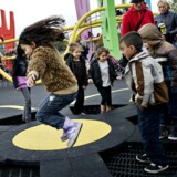 Det har været en succes med røgfrie legepladser, derfor vil politikere i København nu indføre flere røgfrie rum omkring fodbold- og skaterbaner samt ved skoler