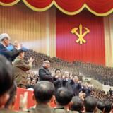 Selv om Nordkorea officielt er ateistisk, er Kim-dynastiet i årevis blevet dyrket som halvguder. Men selv om landets leder Kim Jong-uns slægtninge er sikret et komfortabelt liv, er de ikke i sikkerhed for interne magtkampe. Det er præsidentens giftmyrdede halvbror muligvis det seneste bevis på. Foto: AFP