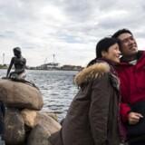 Fortællingen om eventyrlandet Danmark med de lykkelige indbyggere er med til at lokke både turister og folk på længere ophold til landet.
