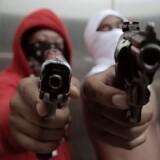 """Chicagos hårde ghetto-miljø skildres i den såkaldte drill-scene. Her et foto fra dokumentarfilmen """"The Field: Violence, HipHop and Hope in Chicago""""."""