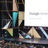 """Den tidlige annoncering af Google Home sker som direkte svar på rivalen Amazons """"Echo"""", en lignende enhed som allerede er blevet solgt i millionvis."""