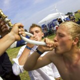 Unge drikker mindre alkohol, men ryger flere smøger.