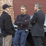 Tony Gilroy i midten flankeret af George Clooney (th). (Foto: NFS Image supplied by Capital Pictures)