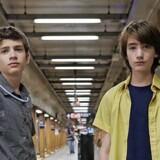Michael Barbieri og Theo Taplitz som henholdsvis Tony og Jake er godt castet som to vidt forskellige teenagetyper.