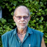 Den såkaldte seniorjobordning, som blev indført for at få det grå guld aktiveret på arbejdsmarkedet, har vokset sig større og dyrere end ventet. Niels Bjergvang på 60 år er en af dem, der har fået et seniorjob i sin hjemkommune i Lejre. Havde han ikke fået den mulighed, ved han ikke, hvad det var endt med: »Jeg ville ikke rigtigt kunne få kontanthjælp, for jeg ejer både hus og bil, så jeg var vel egentlig endt med at falde helt ud.«