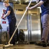 »Det er ekstremt vigtigt for opsvingets overlevelseschancer, at beskæftigelsen bliver ved med at vokse,« lyder det fra Arbejderbevægelsens Erhvervsråds cheføkonom, Erik Bjørsted.
