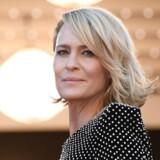 Ted Sarandos siger, at den sidste sæson vil være med Robin Wright i hovedrollen. I serien spiller hun Claire Underwood, der er Kevin Spaceys karakters kone.