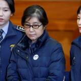 Choi Soon-sil (billedet) har ifølge retten ignoreret love og procedurer på vejen mod at sikre datterens succes. Således er hun dømt for at få et privat universitet til at favorisere sin datter. Reuters/Kim Hong-ji