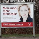Socialdemokraten Sophie Hæstorp Andersen dukkede under regionsrådsvalget i 2013 op på reklamepladser som denne på Kokkedal Station, som indgik i en attraktiv rabataftale mellem fagforeningen 3F og Socialdemokraterne. Hæstorp blev ny formand for Region Hovedstaden efter valget. Privatfoto