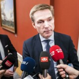 Dansk Folkepartis formand, Kristian Thulesen Dahl, har forhandlet finanslov og skat med statsminister Lars Løkke Rasmussen (V), men er uenig med Liberal Alliance om skatteaftale.