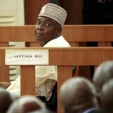 Formanden for Nigerias senat, Bukola Saraki, under retssagen mod ham i 2015 for at have forfalsket dokumenter. Dommerne, som lod sagen falde, beskyldes nu selv for svindel. Reuters/Afolabi Sotunde