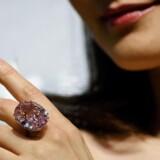 Diamanten »Pink Star« er blevet solgt på auktion for næsten en halv milliard kroner.