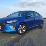 Hyundai Ioniq er en dedikeret øko-kriger med et dråbeformet design der optimere og sænker forbruget, men som giver den et lidt kompromisløst skær. Foto: Henrik Dreboldt