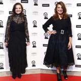 Laura Bro og Paprika Steen var blandt de kvindelige skuespillere, der mødte op i sort til søndagens Robert-fest. Foto: Jonas Olufson