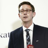 Skatteminister Karsten Lauritzen (V) annoncerer på forsiden af Dagbladet Børsen onsdag et kæmpe søgsmål mod it-firmaet KMD i forbindelse med EFI-skandalen.