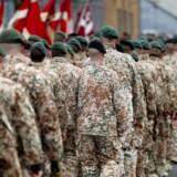 Soldater forberedes på internationale missioner med intensiv fysisk og psykisk træning i seks måneder op til udsendelse. I dette tidsrum undervises både ledere og menige soldater af militærpsykologer fra Veterancentret. Det er ledernes ansvar at sikre, at alle soldater trives psykisk, og de har pligt til at reagere på eventuelle bekymringer i løbet af de seks måneder. Arkivbillede.