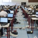 Undervisningsminister Merete Riisager (LA) afviser forligsbrud ved at stoppe for internetadgang ved eksamen.