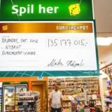 Lottospiller vinder 46,9 millioner efter tur hos Guldbageren