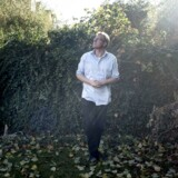 Sebastian Klein fotograferet derhjemme i forbindelse med udgivelsen af bogen om sin far, Jesper Klein.