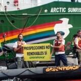 Arkivfoto. Greenpeace-aktivister protesterer mod planer om at bore efter olie ud for De Kanariske Øer.