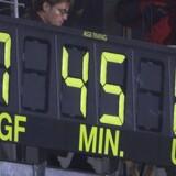 Da Lyngby gik konkurs i 2001, måtte holdet spille efterårets sidste kamp samt hele forårssæsonen med et amatørhold. I amatørernes første kamp fik holdet en lussing i Aarhus, som det her ses på måltavlen på Aarhus Stadion. Scanpix/Palle Hedemann/arkiv