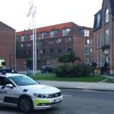 Aldersrosgade på Østerbro i København er afspærret efter fund af dræbt mand i erhvervsbyggeri, onsdag den 24. maj 2017.