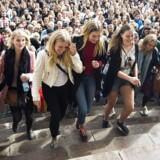 Regeringen vil have studerende på fuld tid. Samtidig skal 15 procent af den øgede beskæftigelse i regeringens 2025-plan komme af, at SU-nedskæringerne får de studerende til at arbejde mere. Det skriver Dagbladet Information.
