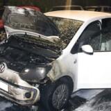 Denne bil udbrændte natten til søndag. Mandag var der igen flere bilbrande i København.