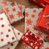 Hvis du udskyder gavekøbene til sidste øjeblik, bliver de oftest dyrere, end hvis du havde været ude i bedre tid, fortæller Charlotte Arvad. Free/Colourbox