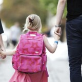 »Før i tiden fik børn at vide, at de skulle gøre, som der blev sagt i skolen. I dag får børn lidt karikeret at vide, at de ikke skal gøre noget, som de ikke har lyst til. Men det er de nødt til for at kunne fungere i skolen. Lærerne kan nogle gang sige det på en uhensigtsmæssig måde til forældrene, og så bliver forældrene sure og mener, at lærerne ikke skal blande sig i deres måde at opdrage på,« lyder det fra Rikke Yde Tordrup, der er forfatter til bogen.