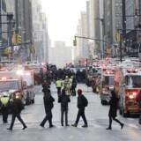 En mand er blevet anholdt efter meldinger om en eksplosion på Manhattan i New York. Der er tale om en mand, der bar en bombevest, der gik af.