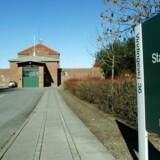 To mænd er titalt for et groft og blodigt overfald på en fængselsbetjent, da denne var på vej på arbejde ved Nyborg Fængsel.