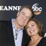 Skuespillerne John Goodman og Roseanne Barr ved premieren på den nye sæson af »Roseanne« den 23. marts i Burbank, California. / AFP PHOTO / VALERIE MACON