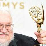 George R.R. Martin vandt i 2015 en Emmy for den bedste dramaserie for Game of Thrones. Nu skal han tilsyneladende skrive en ny serie i universet - i hvertfald har HBO bekræftet en pilot-episode af en ny serie.