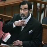 Saddam Hussein under retssagen i Bagdad i november 2006, hvor han stod anklaget og senere dømt for folkedrab.