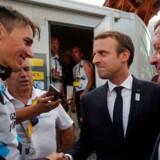 Lars Løkke Rasmussen var onsdag på besøg i Frankrig til Tour de France, hvor han kørte ruten i en af løbsbilerne, hvorefter han overværede afslutningen af etapen sammen med Frankrigs præsident, Emmanuel Macron.