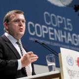 Statsminister Lars Løkke Rasmussen overtager officielt formandskabet for FNs klimakonference COP15 fra Connie Hedegaard (K).