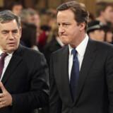 Både oppositionsleder David Cameron og premierminister Gordon Brown har grund til at se brødebetyngede ud, efter at en række skandaler har rystet begge partier.